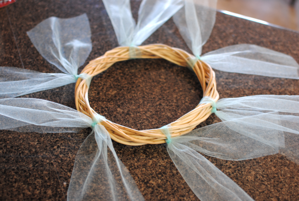 Tulle and Burlap Wreath 2 DIY Tulle and Burlap Wreath