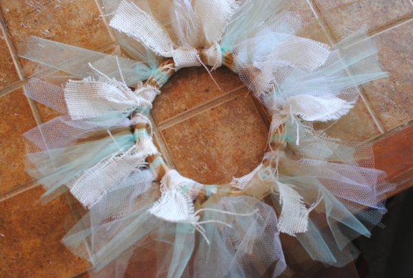 Tulle and Burlap Wreath 4 DIY Tulle and Burlap Wreath