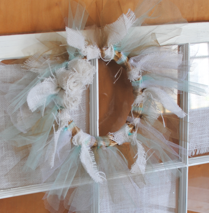 Tulle and Burlap Wreath 5 DIY Tulle and Burlap Wreath